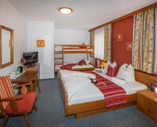 Vierbettzimmer im Haupthaus